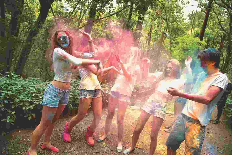 Primeira Holi Teen, versão adolescente da tradicional festa Holi, acontece neste sábado (28). - Divulgação