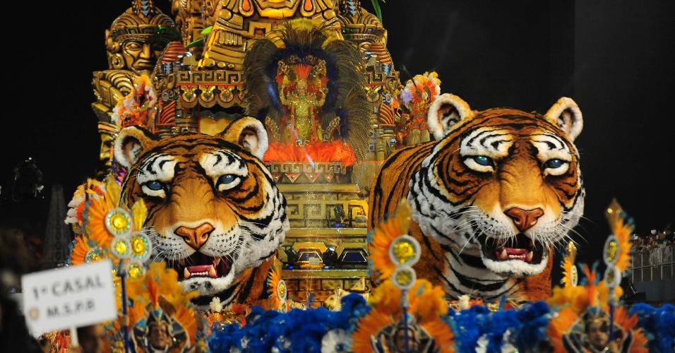 07.fev.2016 - Com grandes tigres, carro-alegórico da Império de Casa Verde foi um dos maiores vistos no Anhembi esse ano.