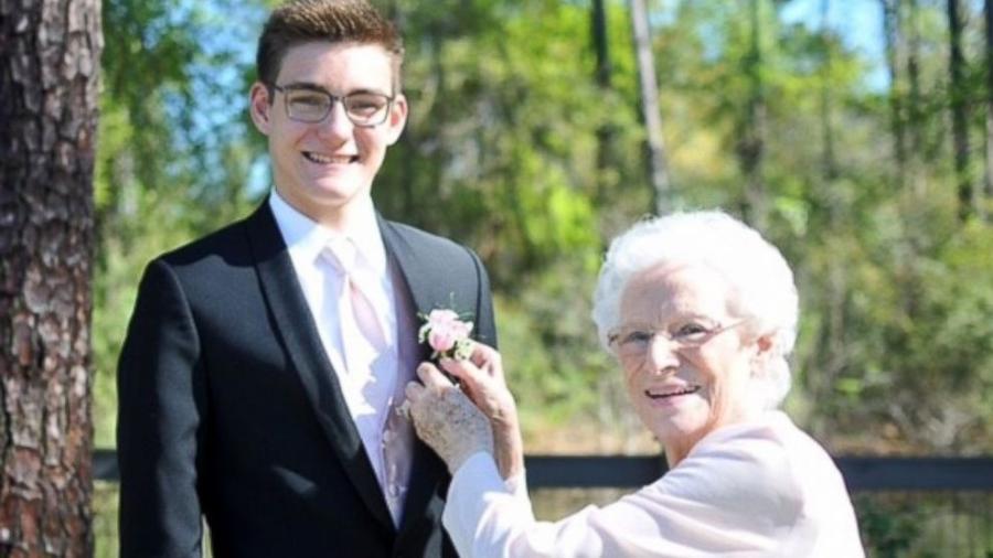 Avó e neto foram juntos ao baile da escola - Reprodução/ABC News