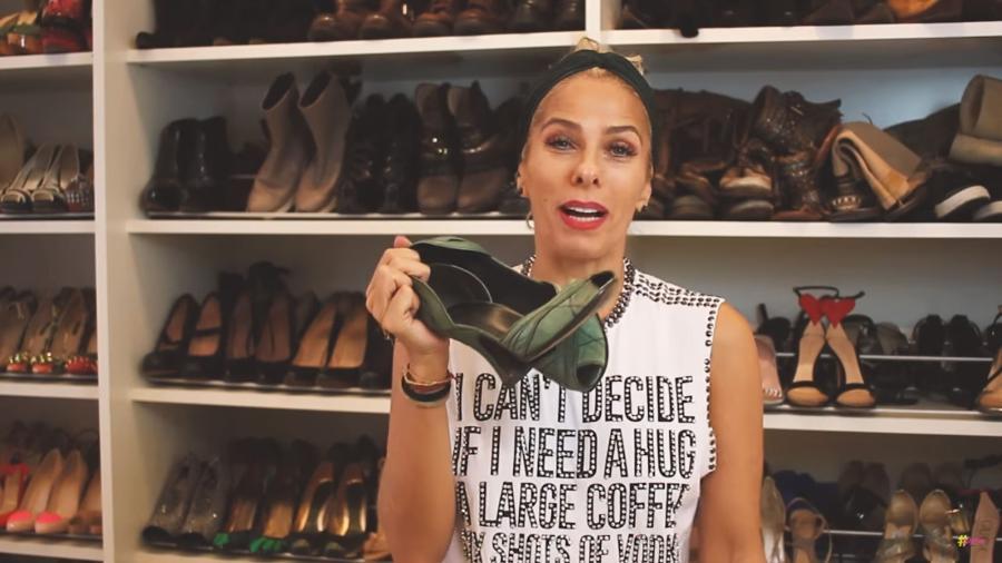 Adriane Galisteu abriu seu closet e mostrou a coleção de sapatos que tem - Reprodução/Youtube