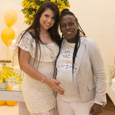 Neném exibe barrigão de grávida ao lado da mulher, Thais Baptista - Bruno Melero/AgNews