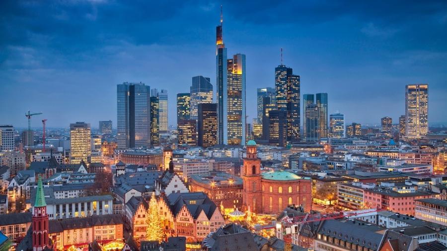 Porta de entrada da Alemanha, metrópole não é apenas o centro financeiro do país, mas também uma cidade jovem e vibrante, repleta de arte e cultura. Confira dicas para conhecer a cidade com mais de mil anos de história. - Getty Images/iStockphoto