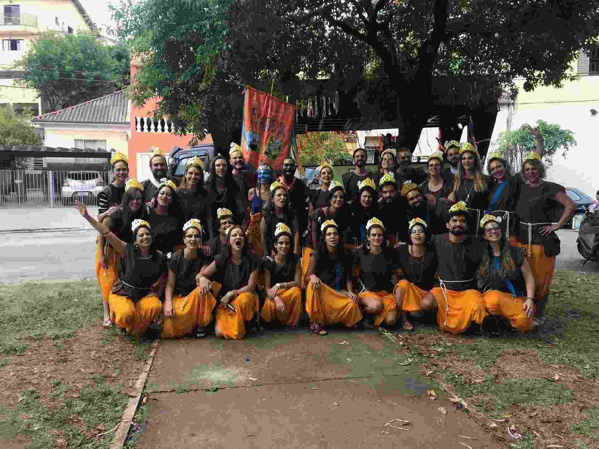 Bloco FrancisKryshna, em homenagem a São Francisco de Assis e Krishna, desfila na praça Rio de Campos, em São Paulo - Felipe Branco Cruz/UOL