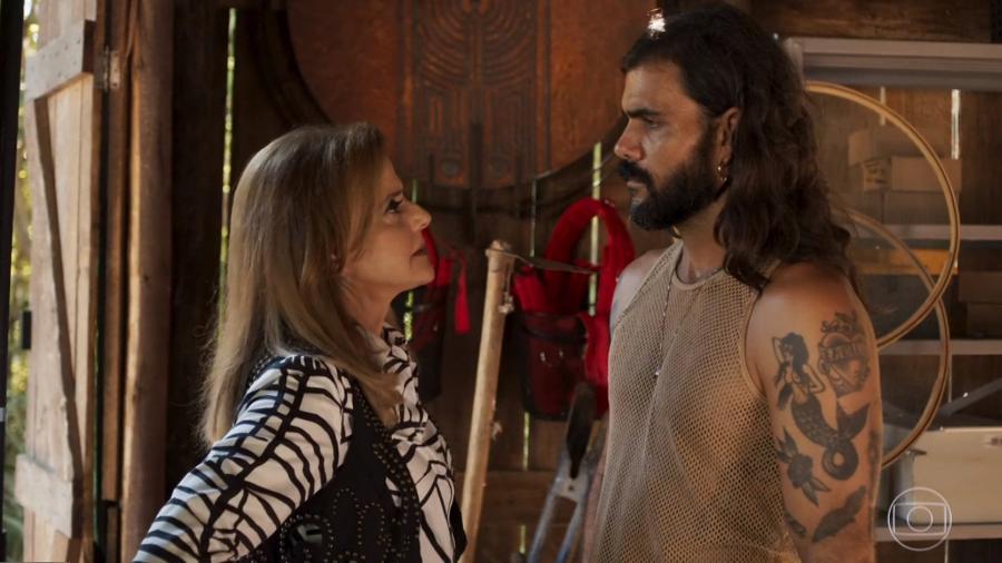 Sophia será colocada contra a parede por Mariano e golpeará o antigo amante com tesouradas - Reprodução/TV Globo