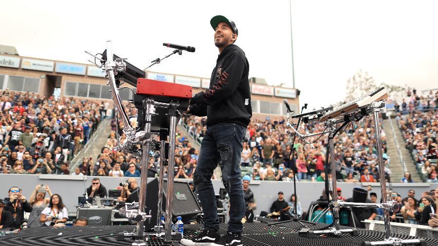 Mike Shinoda se apresenta no festival KROQ Weenie Roast, nos EUA - Christopher Polk/Getty Images