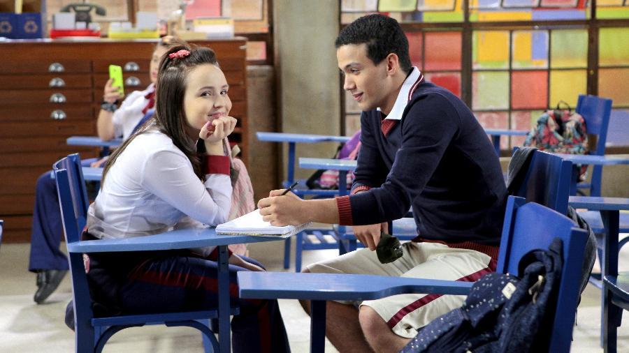 """Mirela (Larissa Manoela) e Guilherme (Lawrran Couto) em cena da novela """"As Aventuras de Poliana"""", do SBT - Lourival Ribeiro/SBT"""