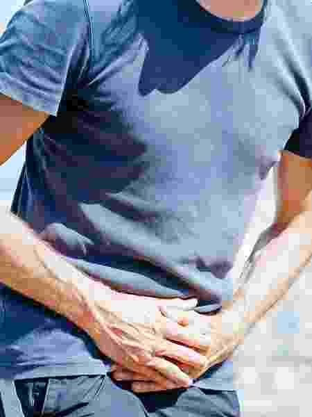 Aumento da vontade de urinar, dor nos testículos ou em um lado da lombar são sintomas de pedra nos rins - iStock