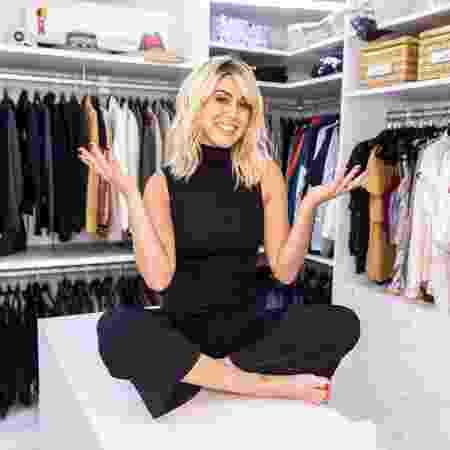 """Fe Paes Leme """"faz a limpa"""" em closet com 900 roupas de Larissa Manoela"""