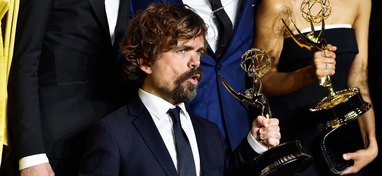 Peter Dinklage e mais um Emmy para sua estante - Frazer Harrison/Getty Images