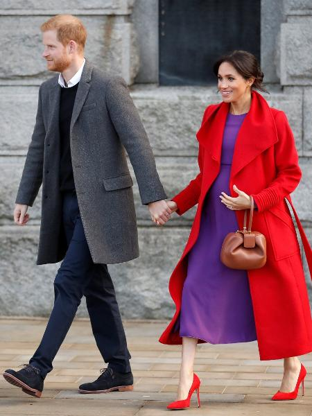 Meghan, a duquesa de Sussex, em visita a Birkenhead com o príncipe Harry - Reuters