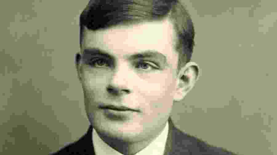 Alan Turing também ficou conhecido como  pai da computação moderna - Sherborne School/Arquivo/AFP