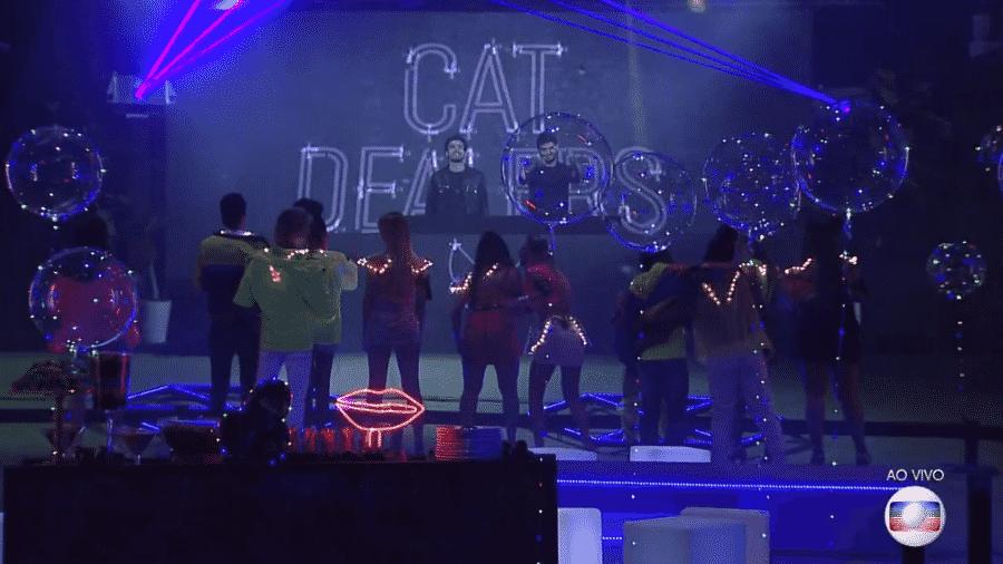"""Duo Cat Dealrs abre festa Neon no """"BBB19"""" - Reprodução/Globoplay"""