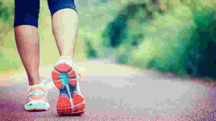 caminhada, tênis, exercício, atividade física - iStock - iStock