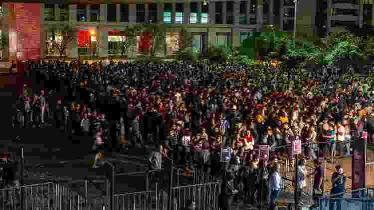 Público encara fila com horas de espera no último dia da exposição Tarsila Popular - Bruno Santos/ Folhapress