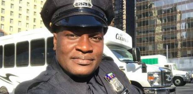 Emigrou em 2016   Jacaré do É o Tchan mostra uniforme de policial no Canadá