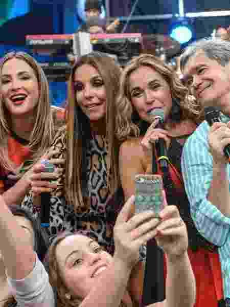 """Claudia Leitte, Ivete, Daniela e Serginho Groisman no """"Altas Horas"""" - Zé Paulo Cardeal / TV Globo"""