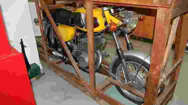 Moto MZ250 1974 na caixa Caçadores de Tesouros Reginaldo de Campinas - Arquivo pessoal - Arquivo pessoal