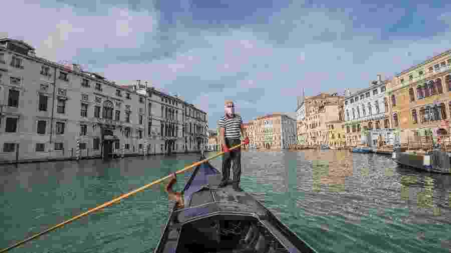 Após três meses de bloqueio, os serviços reiniciam na estação de Saint Tomà para os gondoleiros em Veneza, Itália - Stefano Mazzola/Awakening/Getty Images