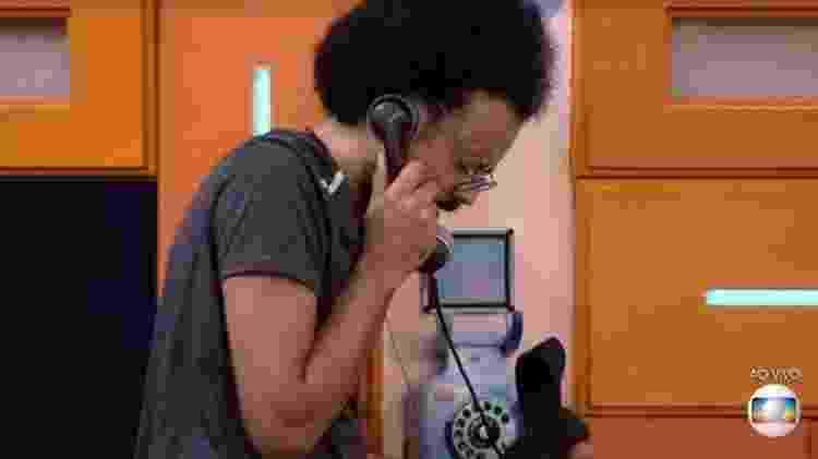 BBB 21: João atende o Big Fone - Reprodução/Globoplay - Reprodução/Globoplay