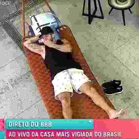 """BBB 21: Arthur coçou partes íntimas e cheirou enquanto Ana Maria Braga mostrava casa ao vivo no """"Mais Você"""" - Reprodução/TV Globo - Reprodução/TV Globo"""