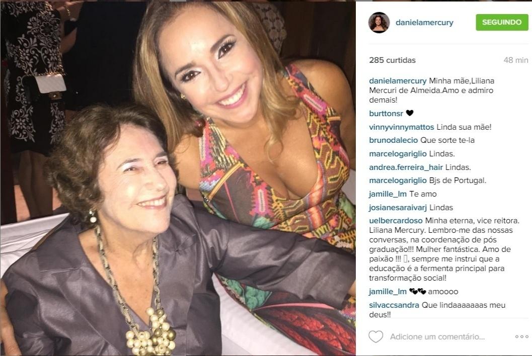 29.jul.2015 - A mãe de Daniela Mercuty também esteve presente no aniversário.