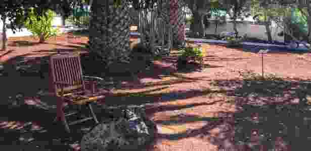 Cadeira no jardim onde o escritor gostava de sentar para apreciar a ilha - Luiza Sahd/UOL
