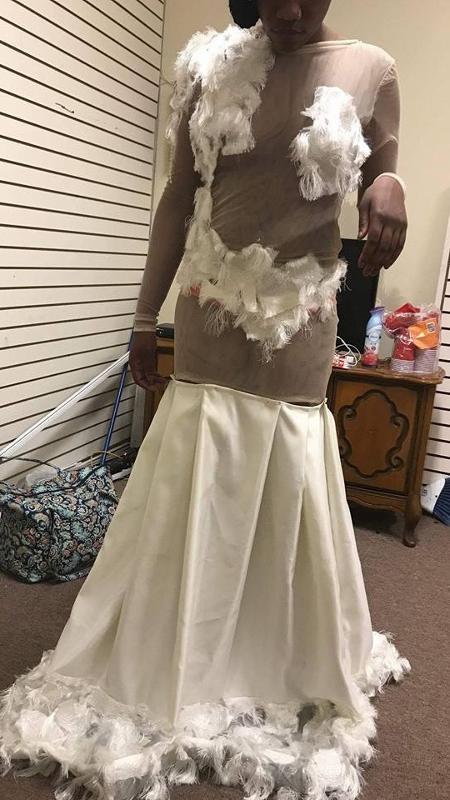 Quem toparia usar um vestido assim? - Reprodução/Facebook/Sham Sincere Lewis