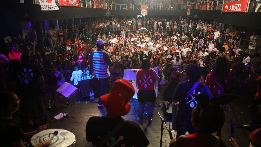 Festa Explode Corazón, em BH, ao som do bloco Unidos Samba Queixinho - Marcus Desimoni/UOL