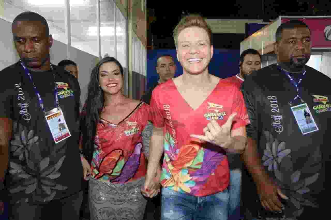 Sem os filhos Melinda e Teodoro, Thais Fersoza e Michel Teló chegam a camarote na Marquês de Sapucaí para o segundo dia de desfiles da Série A do Carnaval do Rio de Janeiro - Daniel Pinheiro/AgNews