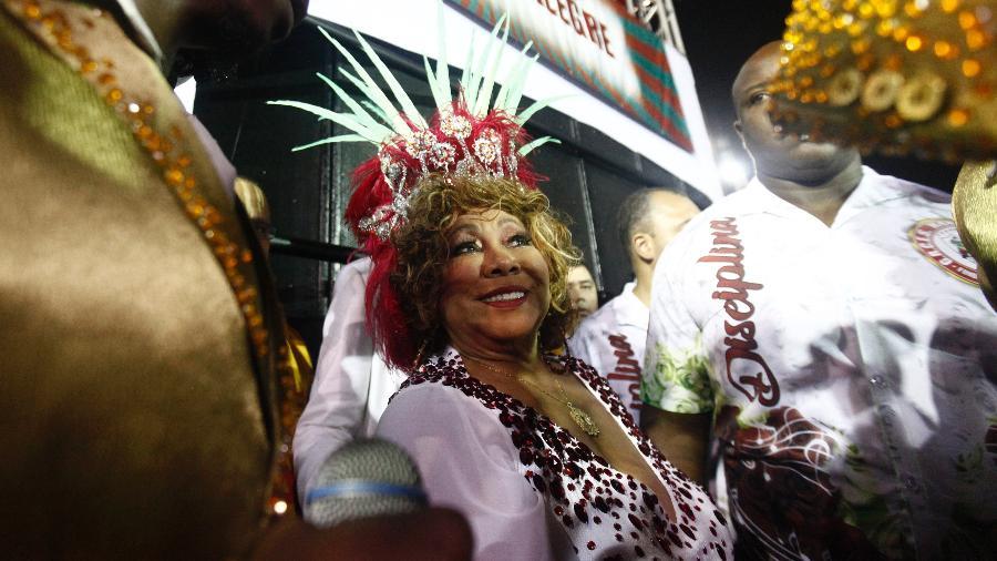 """A Mocidade Alegre faz um tributo à cantora Alcione com o enredo """"A voz marrom que não deixa o samba morrer"""" - Ricardo Matsukawa/UOL"""