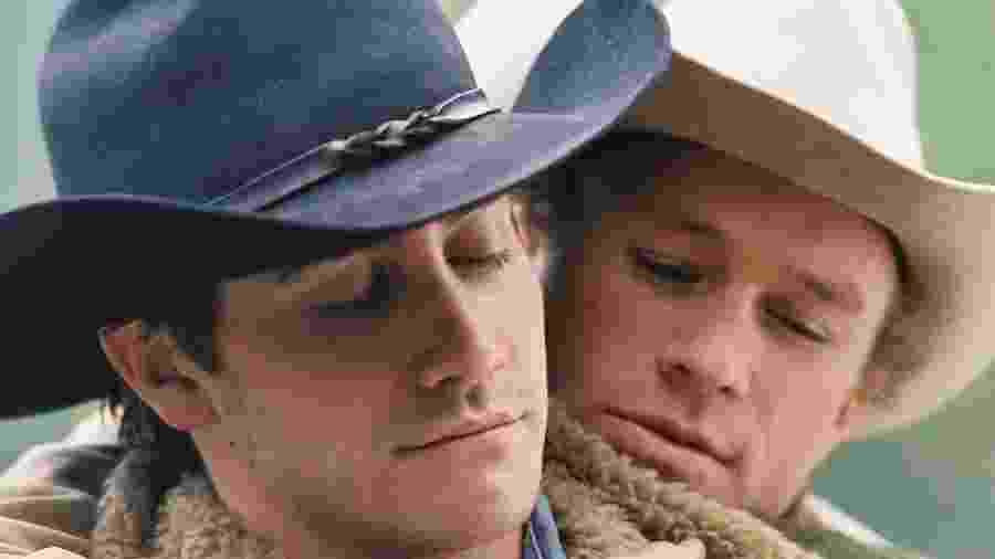 """Heath Ledger e Jake Gyllenhaal em cena em """"O Segredo de Brokeback Mountain"""" (2005) - Divulgação"""