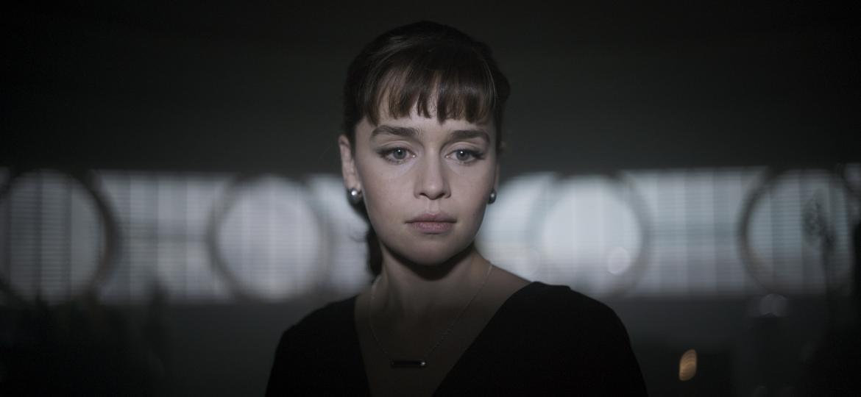 """Emilia Clarke como Qi""""ra em """"Han Solo: Uma História Star Wars"""" - Divulgação"""
