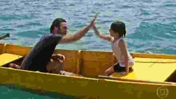 """Homem no barco de """"Segundo Sol"""" - Reprodução/Globo"""
