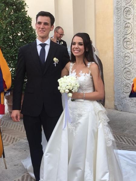 Papa celebrou de surpresa o casamento de Letícia e Luca, no Vaticano  - Reprodução/Instagram/padreomaroficial