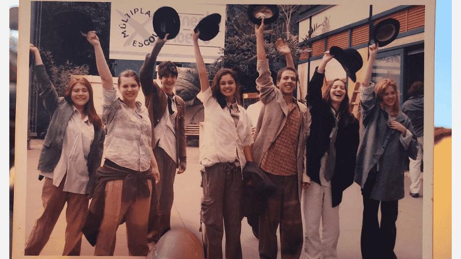 Mariah de Moraes, Carolinie Figueiredo, Johnny Massaro,  Sophie Charlotte, Rael Barja, Nathália Dill e  Sophia Abrahão em foto antiga  - Reprodução/Instagram