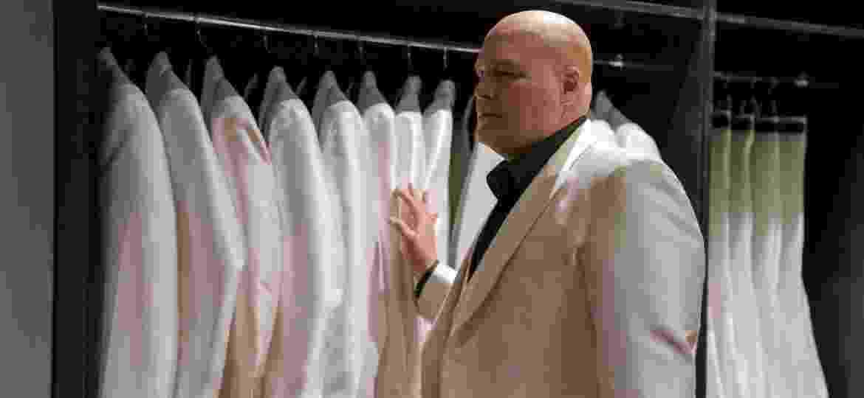 """Wilson Fisk (Vincent D""""Onofrio) surge com seu terno branco na terceira temporada de """"Demolidor""""  - David Lee/Netflix"""