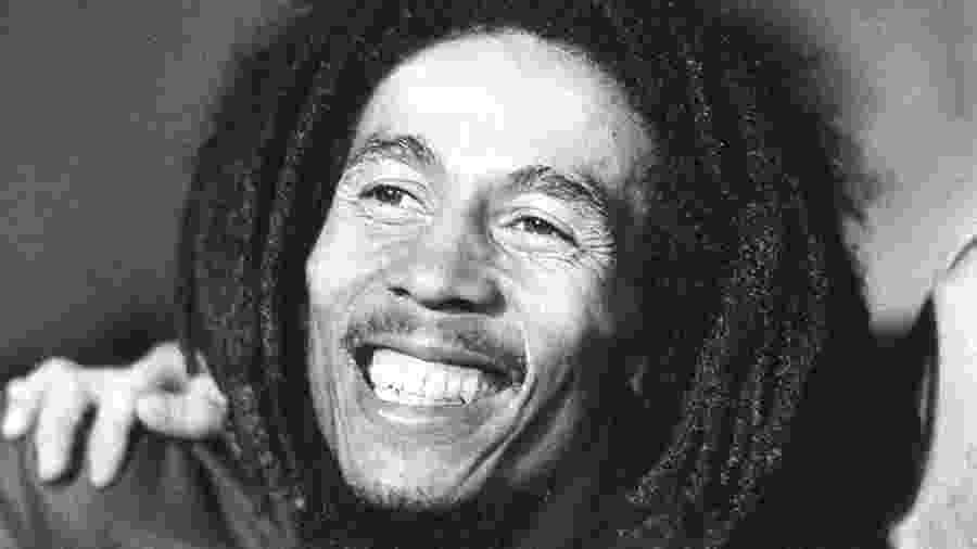 Bob Marley em foto de 1976, anos em que foi alvo de um atentado - AFP