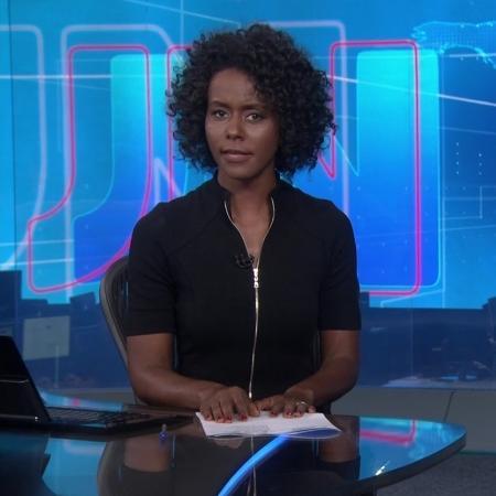 """Maria Júlia Coutinho na bancada do """"Jornal Nacional"""" pela primeira vez - Reprodução/TV Globo"""