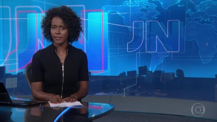 """A apresentadora Maria Júlia Coutinho quando ocupou a bancada do """"Jornal Nacional"""" pela primeira vez, em fevereiro de 2019 - Reprodução/TV Globo"""