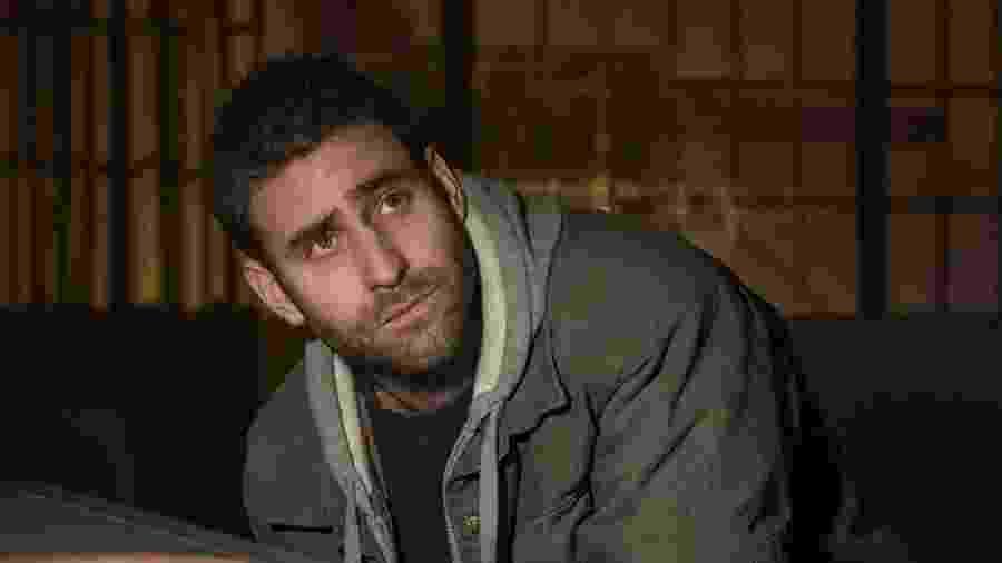 Oliver Jackson-Cohen em cena de A Maldição da Residência Hill - Divulgação/IMDb