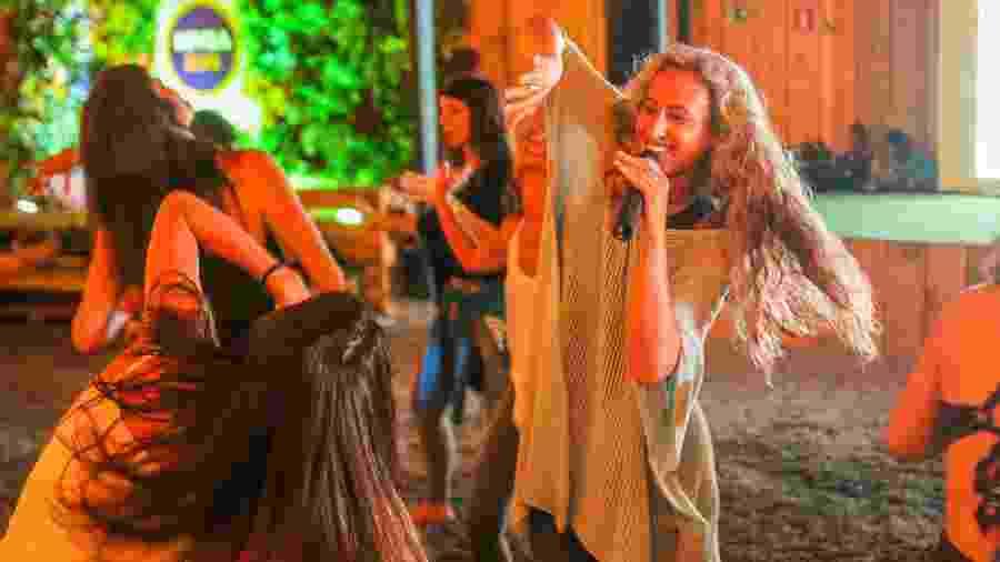A aula de yoga dance foi destaque no VivaBem no Verão no último sábado - Edson Lopes Jr./UOL