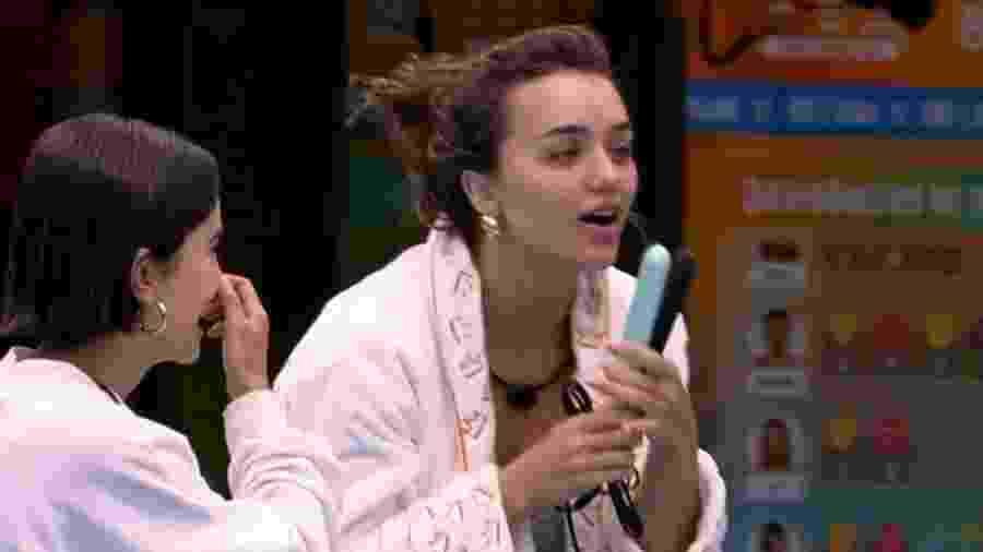 BBB 20: Manu e Rafa comemoram recebimento de chapinha - Reprodução/Globoplay