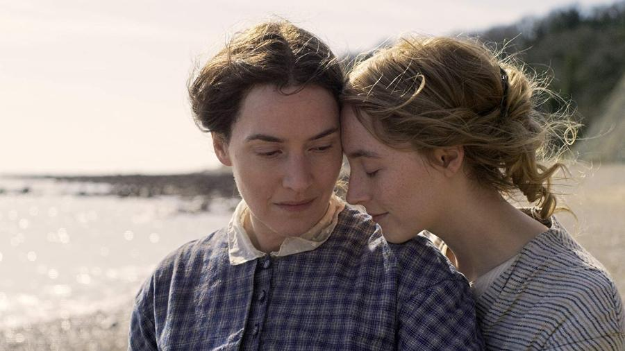 """Kate Winslet e Saoirse Ronan em cena de """"Ammonite"""" - Divulgação/IMDb"""