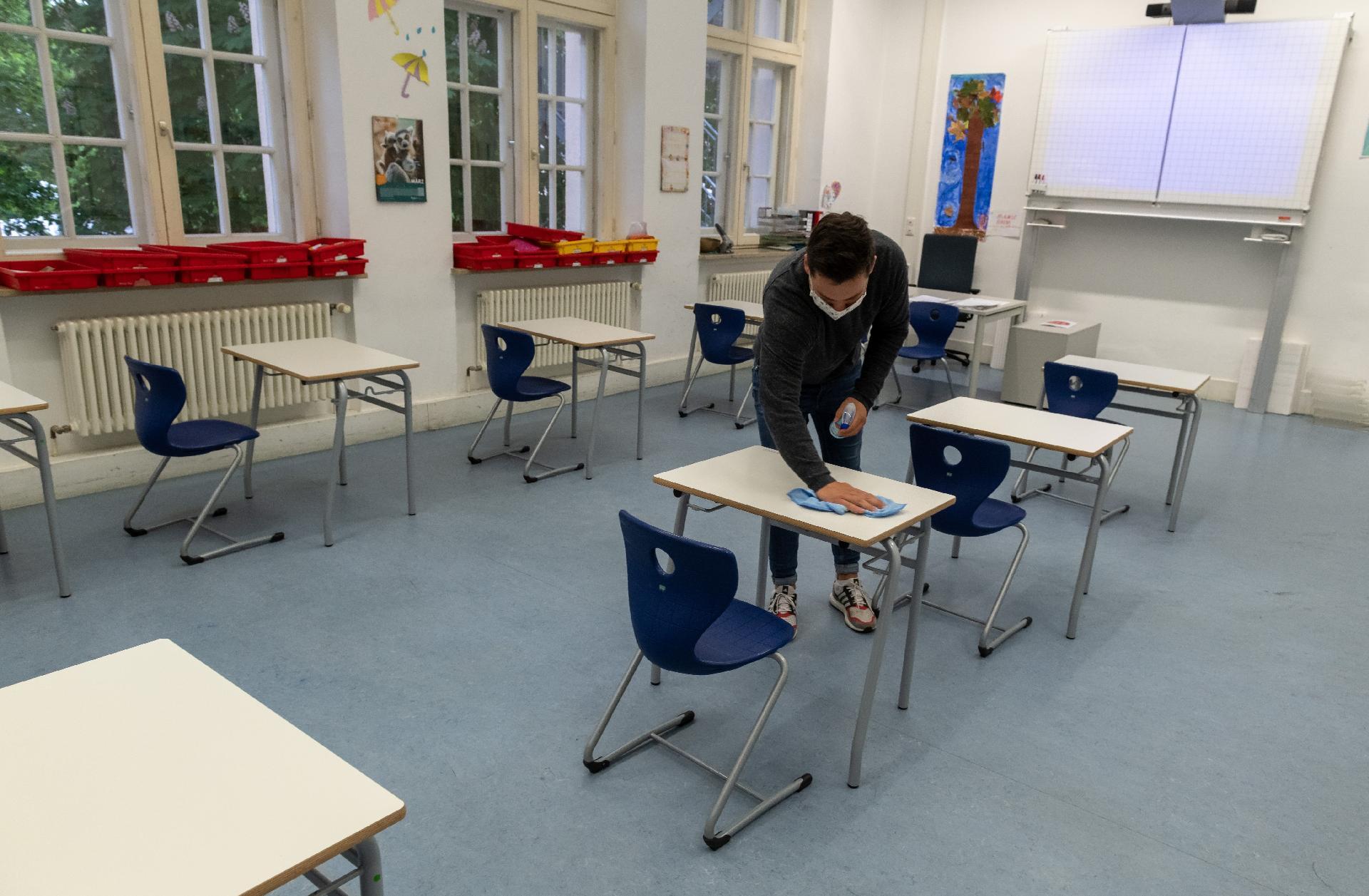 Crianças voltam progressivamente às escolas na maioria dos países ...