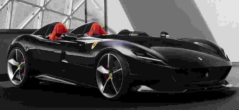 Ferrari Monza SP2 de Zlatan Ibrahimovic não pode rodar nas vias públicas do Brasil por dispensar vidros laterais e para-brisa - Divulgação