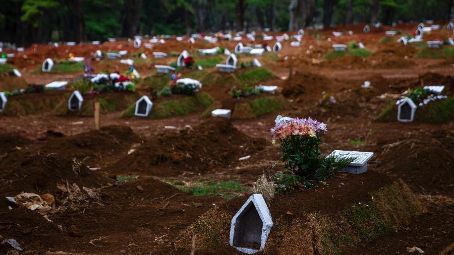 Arquivo - Sepulturas no cemitério Vila Formosa, zona Leste de São Paulo - Mathilde Missioneiro/Folhapress