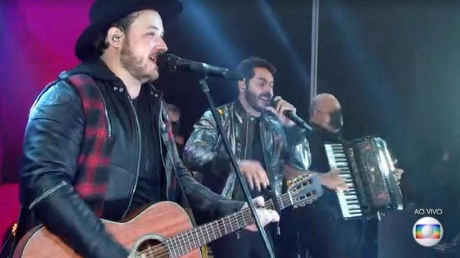 """BBB 21: Israel e Rodolffo cantam """"Batom de Cereja"""" na final - Reprodução/ Globoplay"""