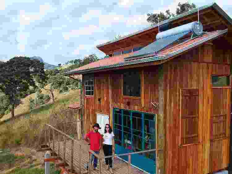 Emiliano e Fernanda na casa construída com preceitos de sustentabilidade - Emiliano Capozoli - Emiliano Capozoli