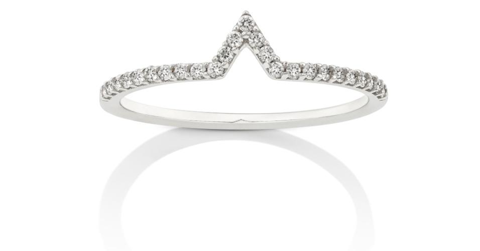 Anel em ouro branco 18k com diamantes, da Dryzun.