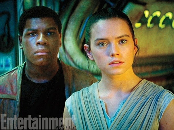 "11.nov.2015 - ""Entertainment Weekly"" divulgou várias fotos inéditas do novo ""Star Wars"""
